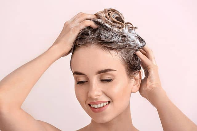 https://cms.tocdep365.vn/wp-content/uploads/2021/06/Beautiful-woman-massages-her-hair-while-shampooing.png